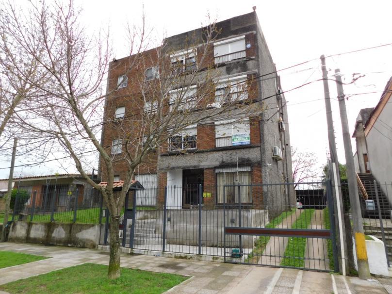 Clara  4540 apto 101 esquina Molinos de Raffo