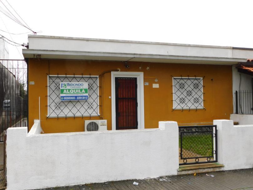 Ariel  4572 esquina Molinos de Raffo